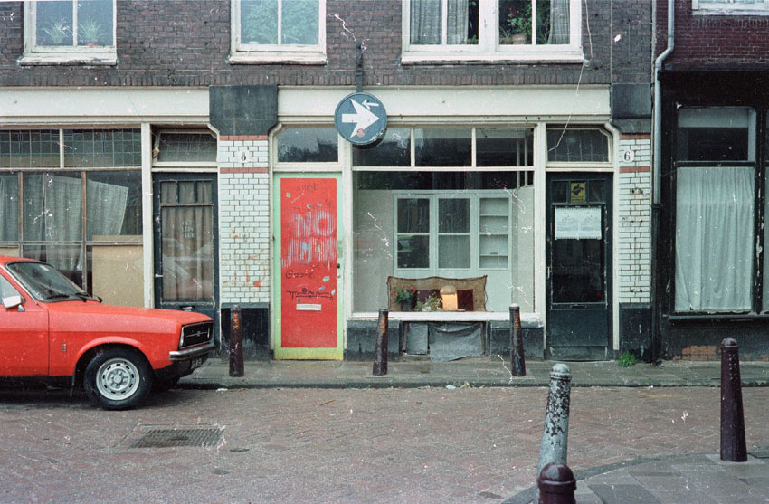 etalage Koningsstraat 6 in april 1983